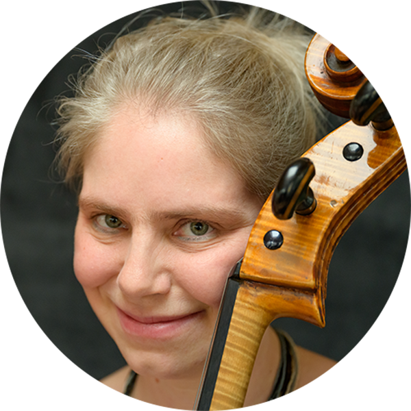 EVA RÖNTZ Cellistin